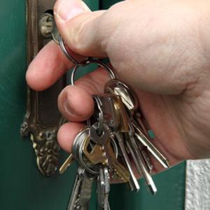 Schlüssel verloren? Kein Problem! Der Schlüsseldienst Magdeburg läßt Sie schnell und sicher wieder rein! Auch Tresoröffnung in Magdeburg 24/7 schnell und preiswert möglich!